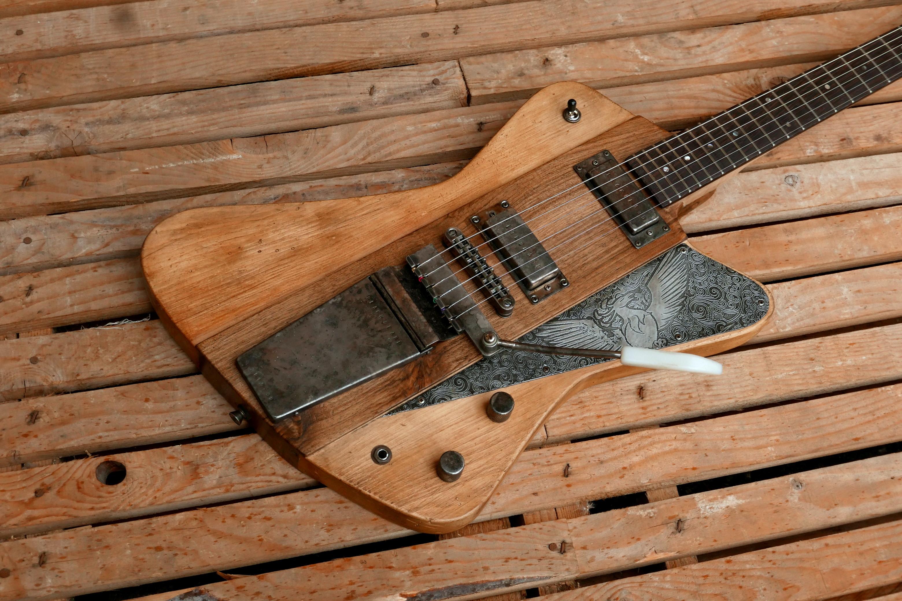 corpo chitarra con tremolo