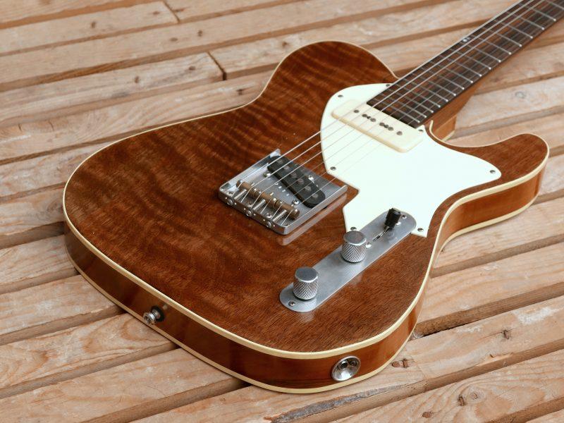 chitarra telecaster in noce