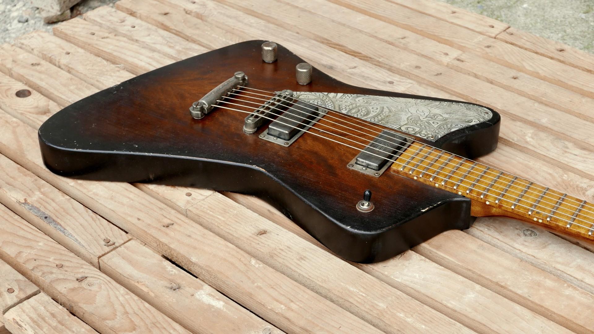 chitarra firebird body