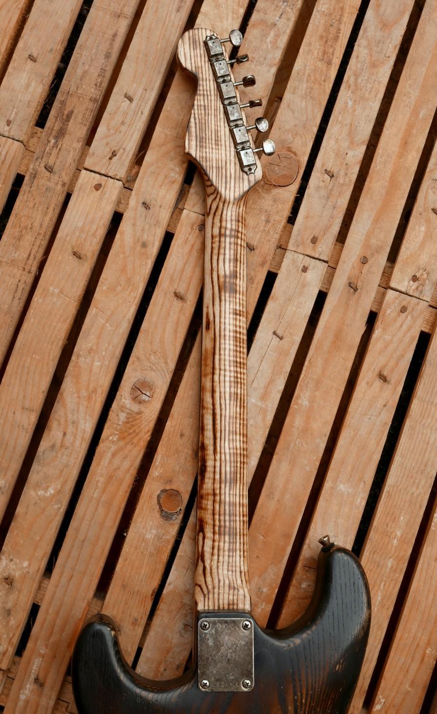chitarra stratocaster manico retro