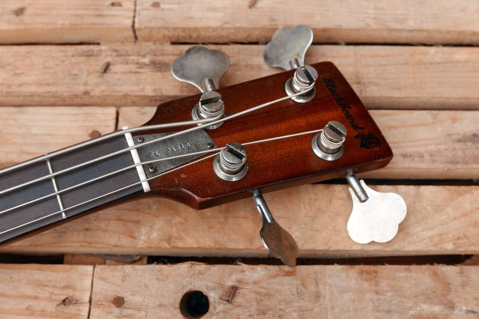 les paul bass headstock
