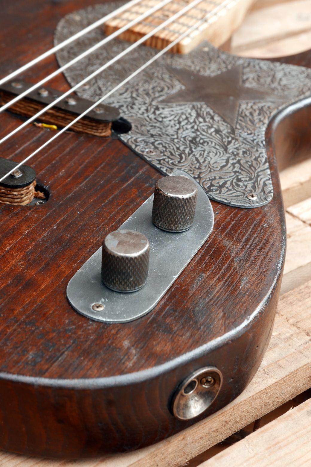 tele bass controls