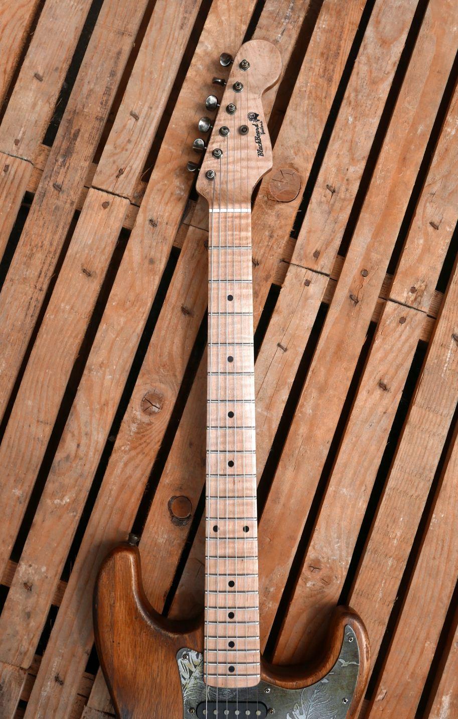 chitarra stratocaster manico acero