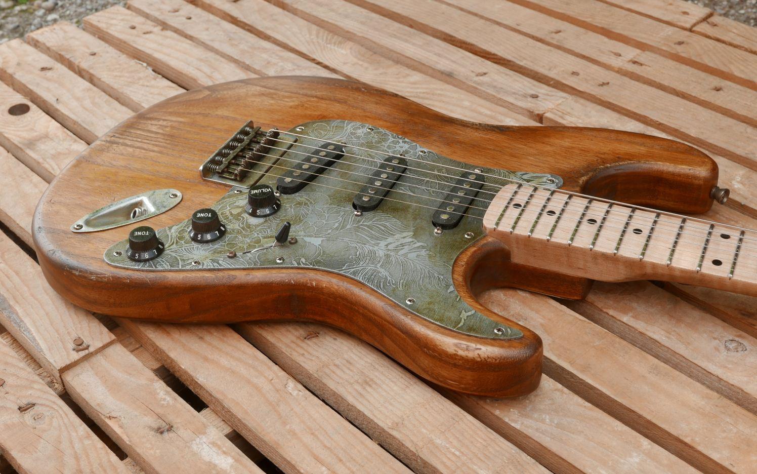 chitarra stratocaster body
