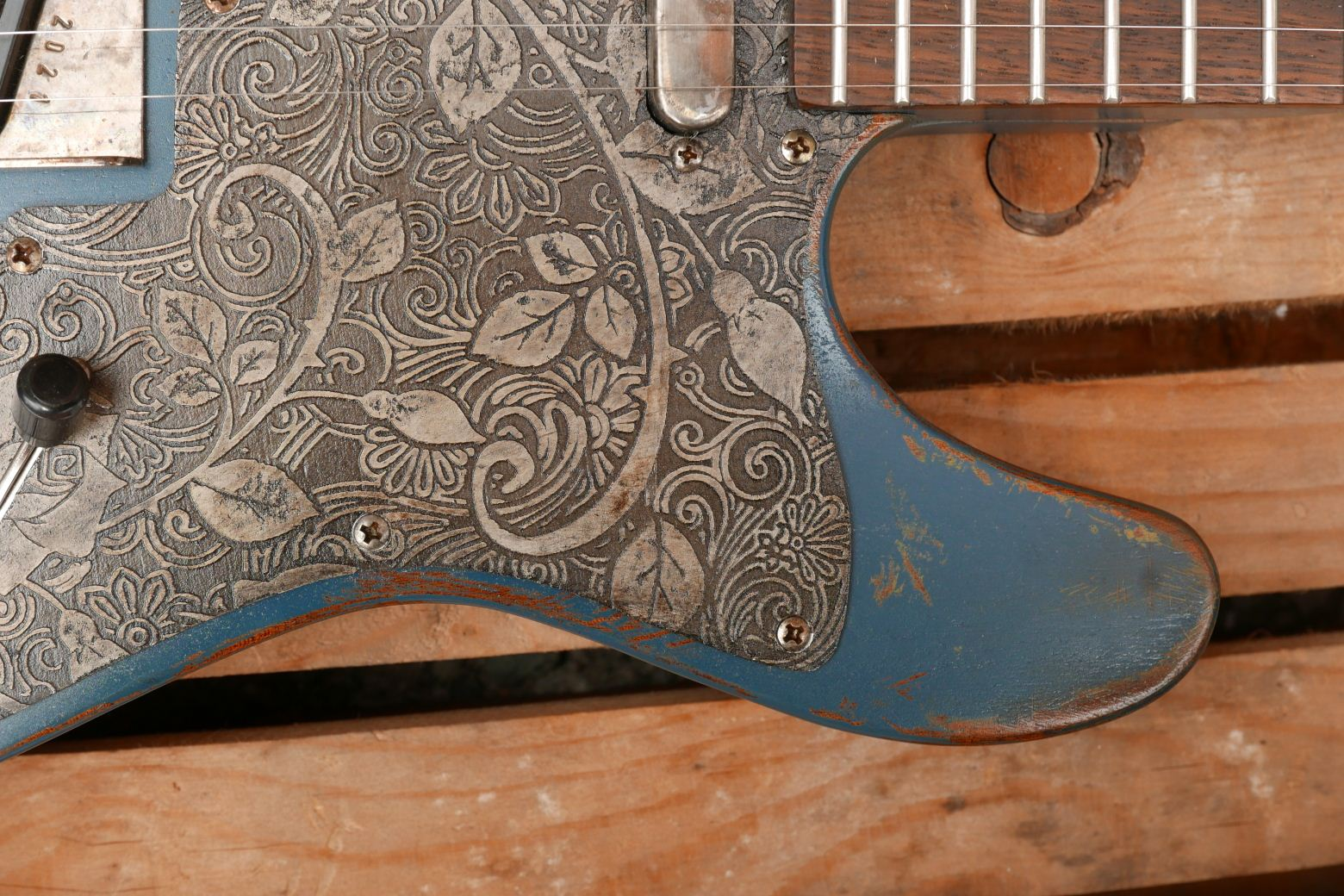 chitarra telecaster in mogano battipenna