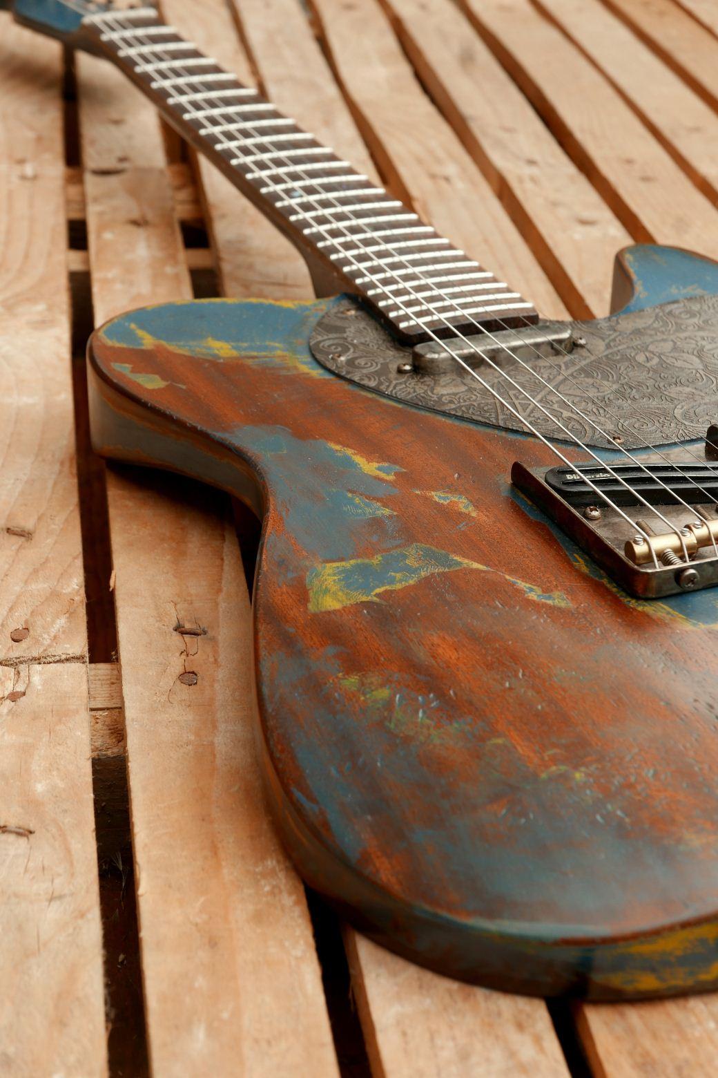 chitarra telecaster in mogano body